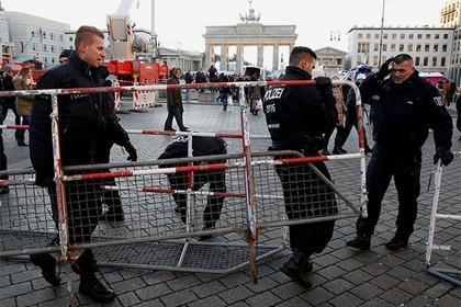 Толерантные немецкие женщины проведут Новый год в «загонах»