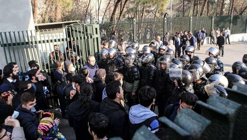 Цветная революция в Иране: число жертв выросло до четырех человек