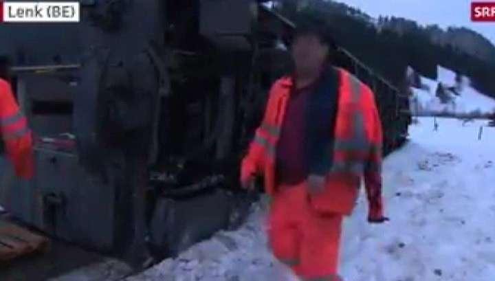 В Швейцарии порыв ветра опрокинул вагон пассажирского поезда
