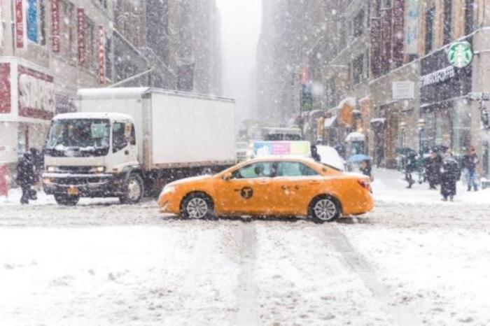 США накрыл снежный шторм. В Нью-Йорке введено чрезвычайное положение