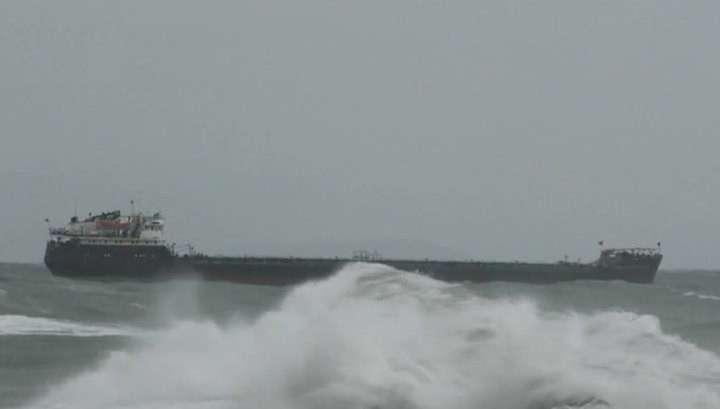 У восточного побережья Китая столкнулись два судна. 32 человека пропали без вести