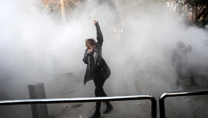 Пиндостан хотел помочь «иранской весне». Но помог покончить с ней