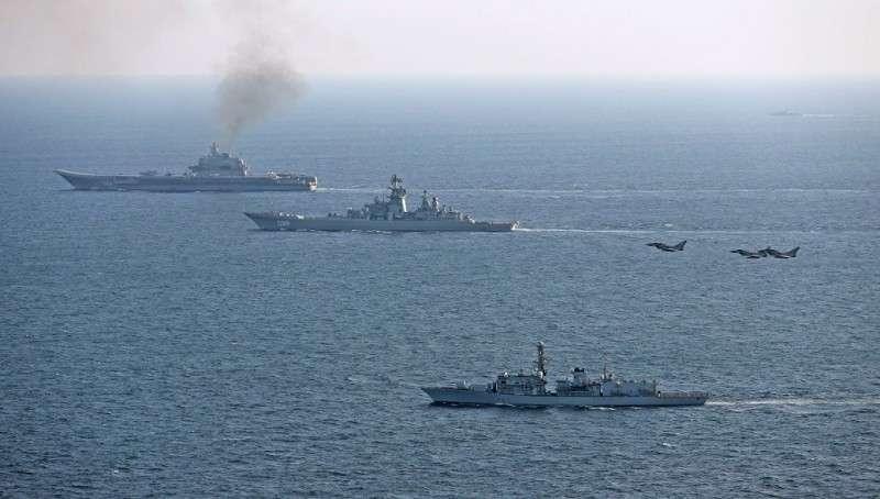 Британия направила фрегат для сопровождения российских кораблей