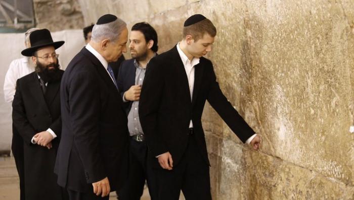 Сын Нетаньяху вызвал скандал в Израиле своими пьяными откровениями в стриптиз-клубе