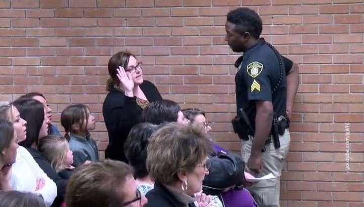 Полиция США арестовала учительницу, жаловавшеюся на свою зарплату