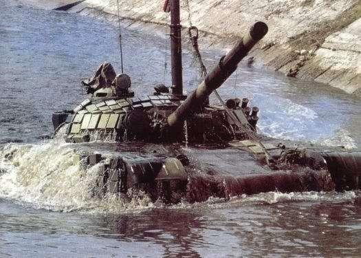 Танки спустились на дно реки Пышма в Свердловской области