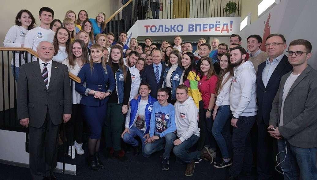 Кандидат в президенты Владимир Кандидат в президенты Владимир Путин открыл избирательный штаб