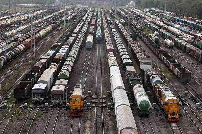 Абсурд! Россия не может сама у себя купить вагоны, из-за санкций США