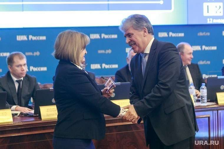 Заседание ВЦИК. Москва, рукопожатие, памфилова элла, грудинин павел, удостоверение кандидата