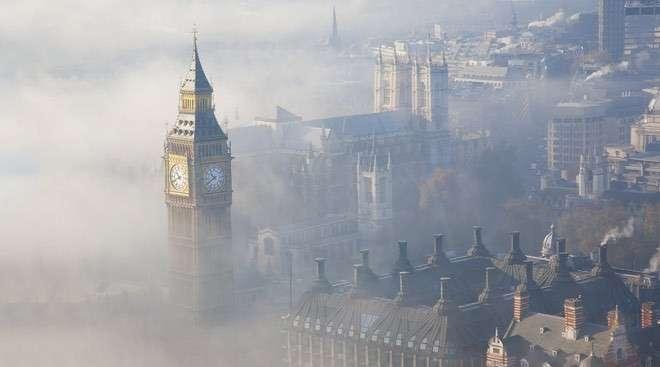 В туманном Альбионе к туману добавился ещё и запашок