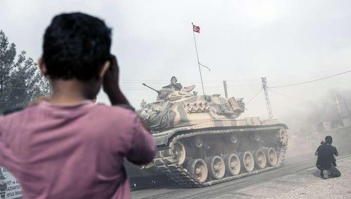 Турция отправила военную технику в южную провинцию Хатай на границу с Сирией