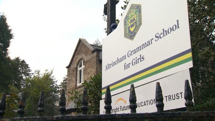 Жертвы толерантности: в британской школе для девочек учатся уже не «девочки»