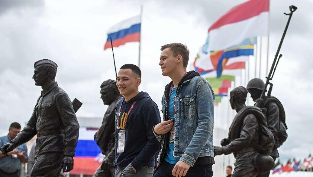 Русским стало наплевать на НАТО, пятую колонну и Навального, пятую колонну и Навального