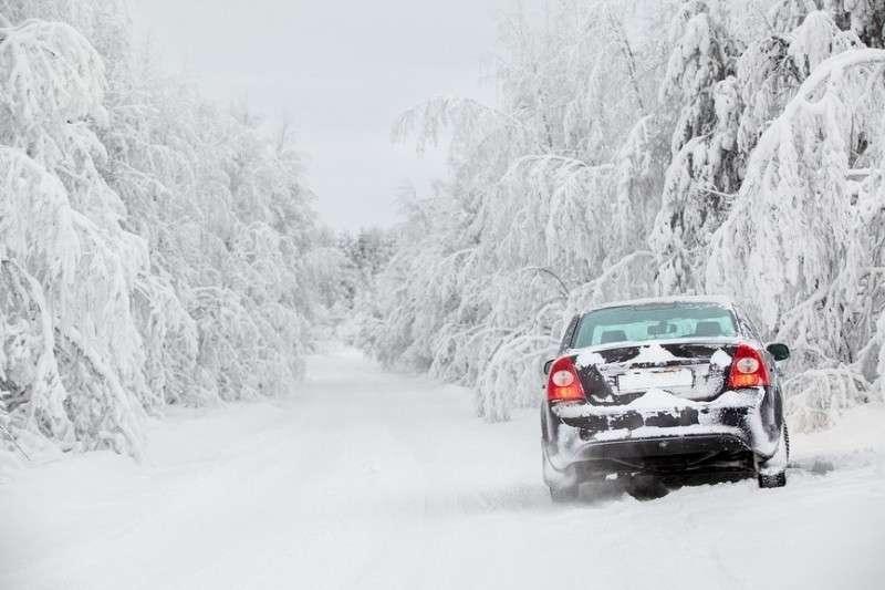9 важных вещей, чтобы не замерзнуть в машине зимой на дороге