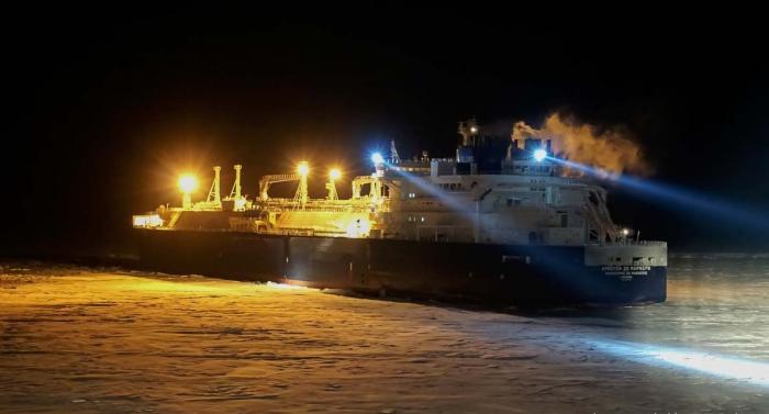 Перевозки поСеверному морскому пути выросли почти на43% в 2017 году