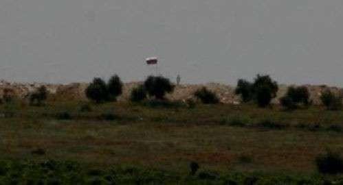 Сирийские курды защищаются от Турции Российским флагом