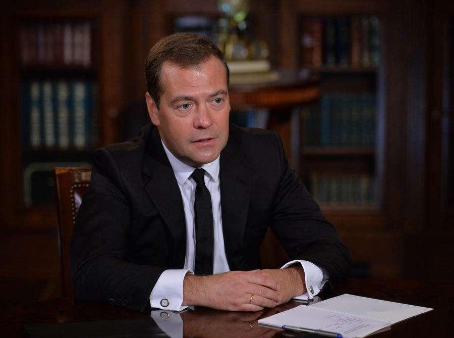 Дмитрий Медведев: Киев, использовавший против граждан танки, должен восстановить юго-восток