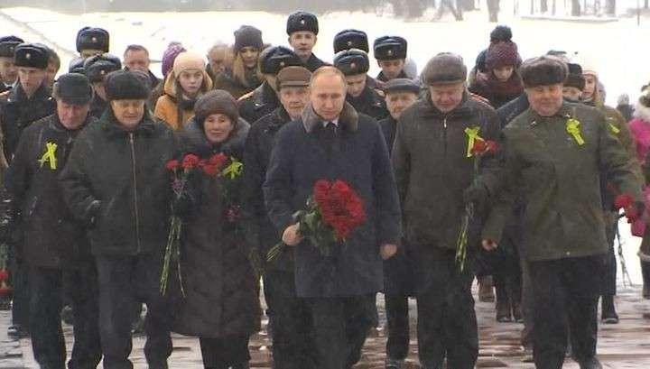 Путин возложил цветы к