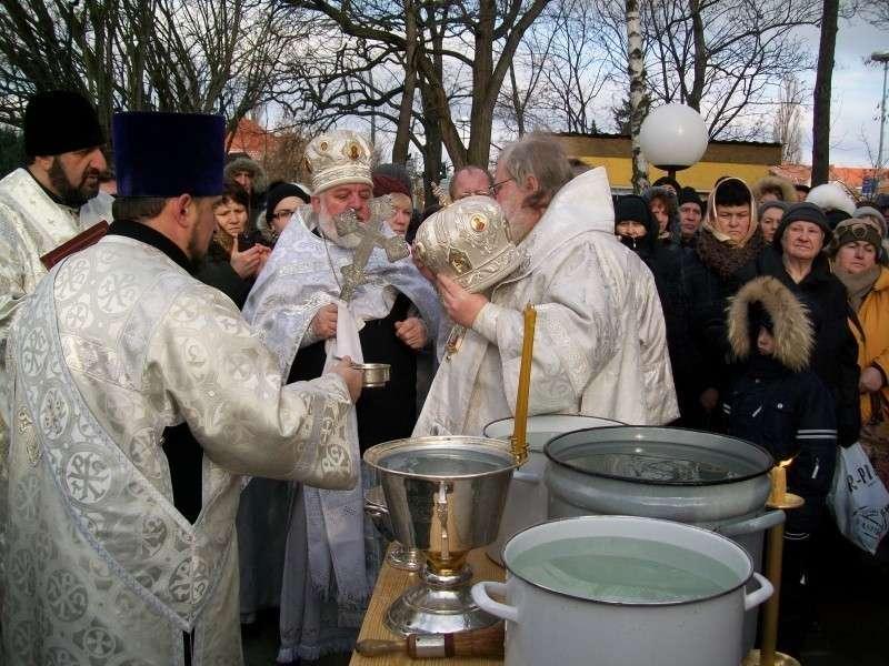 Ещё раз о тайне крещенской воды. Что происходит с водой 19 января?
