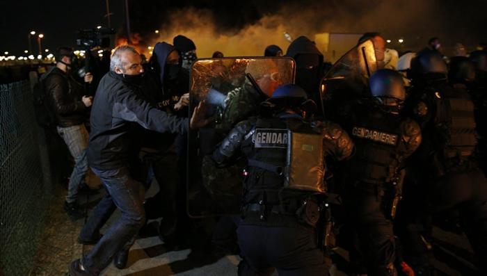 Тюрьмы Франции стали лагерями по производству исламистов, почему?