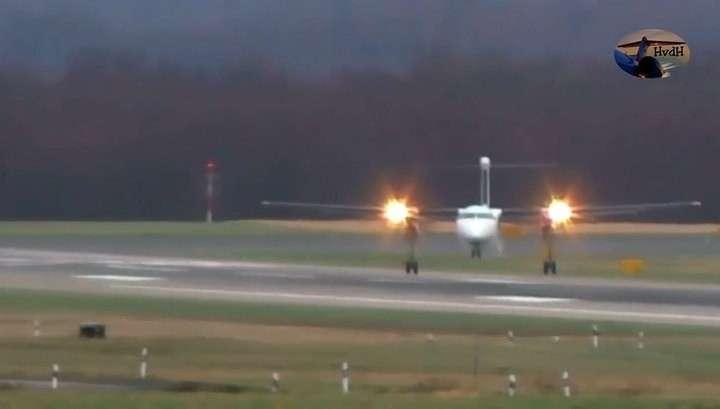 При ураганном ветре в Европе отважные пилоты сажают самолеты