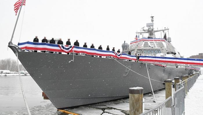 Новейший корабль США застрял во льдах в своём первом походе