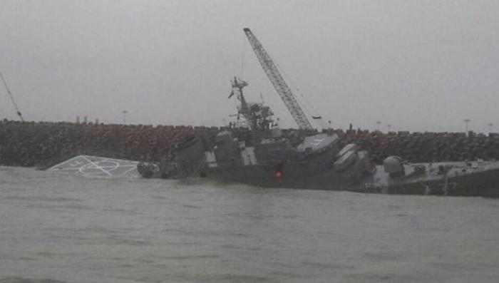 Крупнейший военный корабль Ирана переломился на две части в Каспийском море