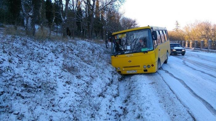 До Крыма добрались мороз, снег и гололёд, а также перевёрнутые «Жигули» и ДТП