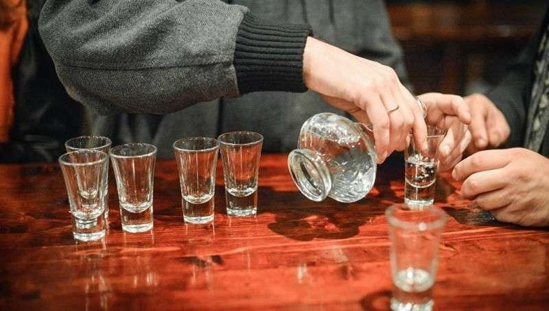 Алкогольный геноцид: почему российские мужчины так мало живут? Только факты