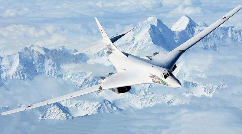 Владимиру Путину представили модернизированный стратегический ракетоносец Ту-160М2
