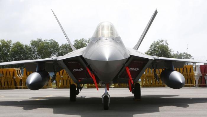 Американские «невидимки» F-22 можно увидеть даже без радара