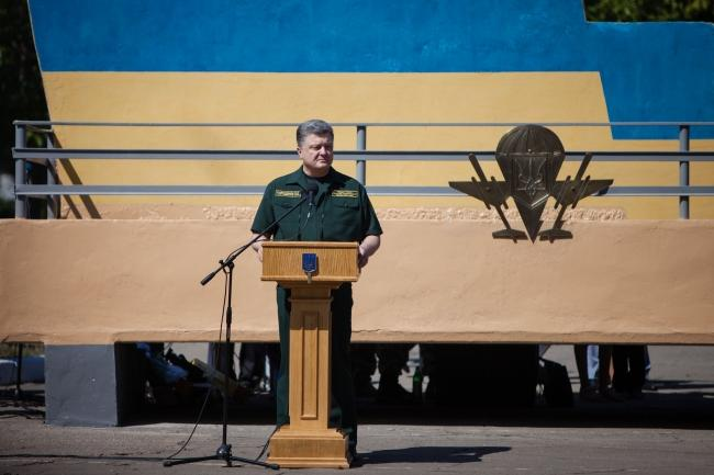 Порошенко заявил, что ополченцы передали Киеву более 1200 пленных
