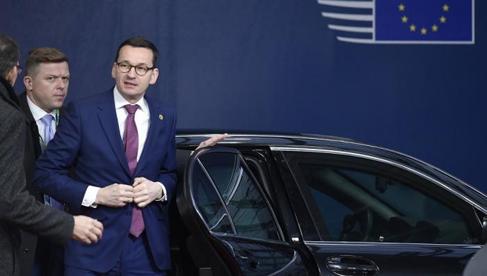 Параноик премьер-министр Польши в очередной раз назвал Россию угрозой для страны