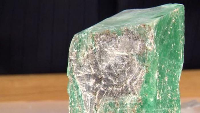 На Урале обнаружили гигантский изумруд весом более 1,5 килограмма