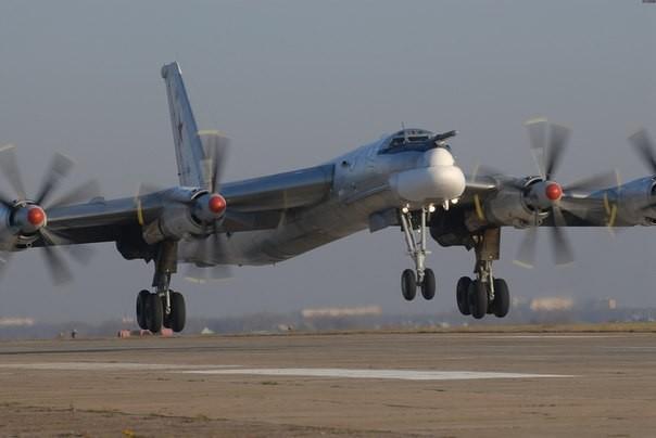 Стратегические бомбардировщики Ту-95 отрепетировали ядерный удар по США