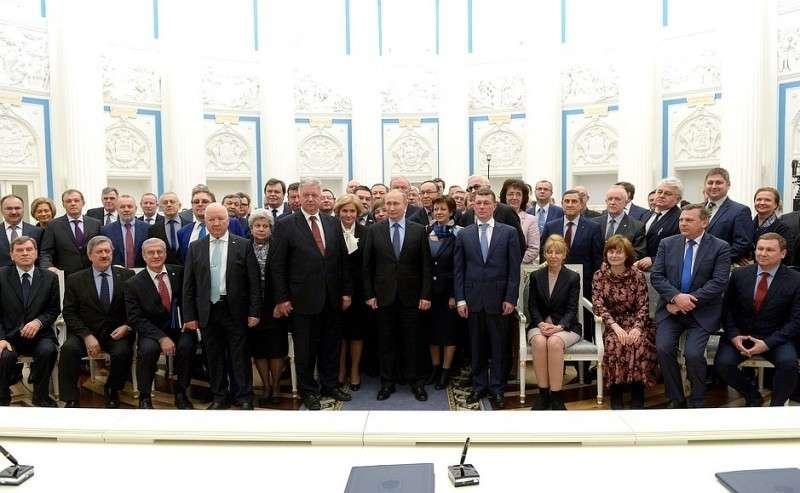 Поокончании церемонии подписания Генерального соглашения между общероссийскими объединениями профсоюзов, общероссийскими объединениями работодателей иПравительством Российской Федерации на2018–2020годы.