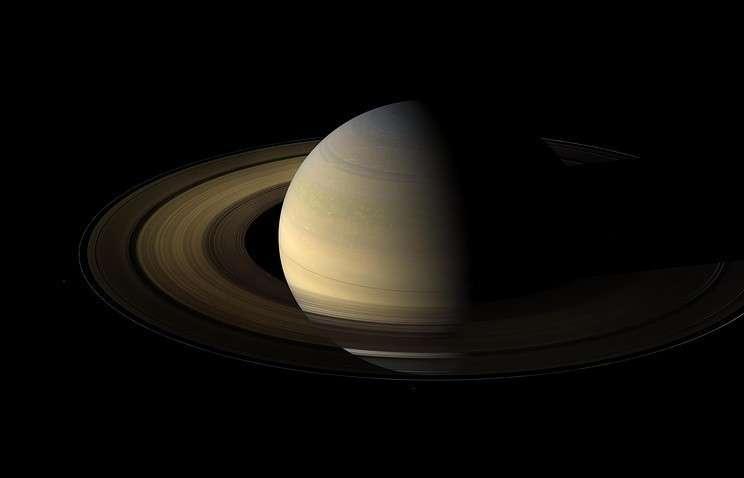 Клоуны учёные придумали, как образуются и разрушаются сгустки вещества в кольцах Сатурна