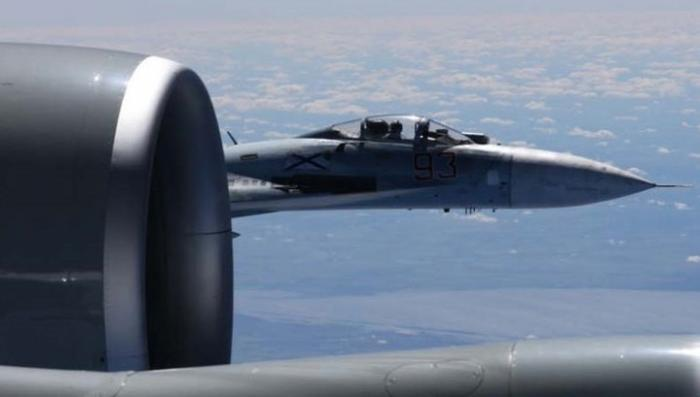 США опубликовали пять новых видео перехвата американского самолета российским Су-27