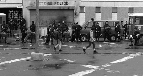 Деградирующую Францию обязали включать в свой ВВП нелегальный трафик наркотиков