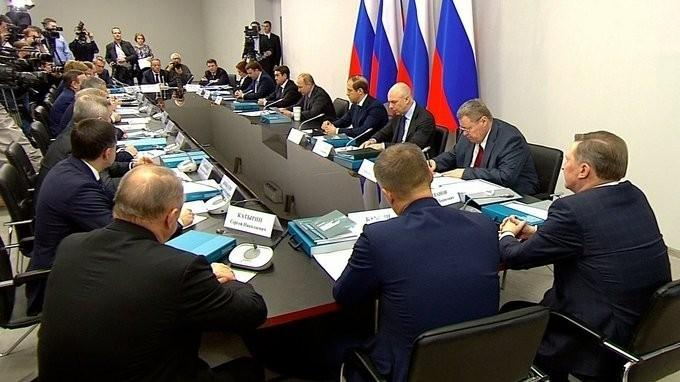 Владимир Путин провёл заседание повопросам развития промышленного потенциала регионов