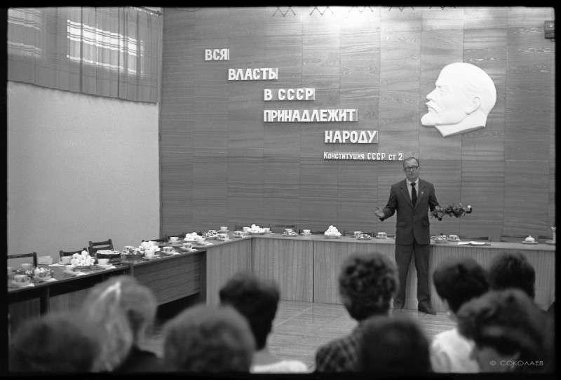 Жизнь в СССР в эпоху развитого социализма без ретуши и пафоса