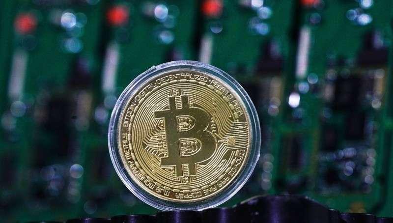 Финансовая пирамида под названием «биткоин» медленно начала рушиться?