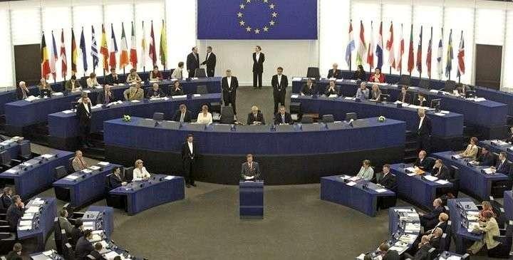 Европе нужно вводить санкции не против России, а против США