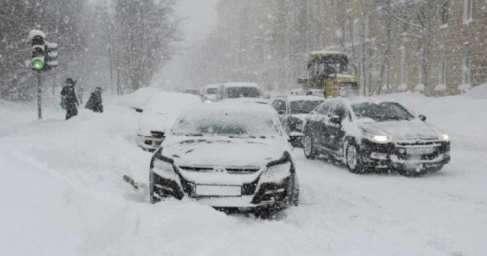 На Москву обрушился снегопад, который признали самым мощным за всю историю метеонаблюдений