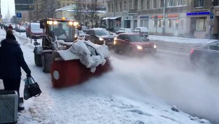 Россия, центральный регион. Продолжается борьба с последствиями рекордного снегопада