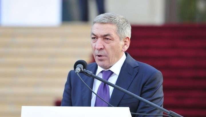 Зачем премьеру Дагестана золотой пистолет и склад оружия?