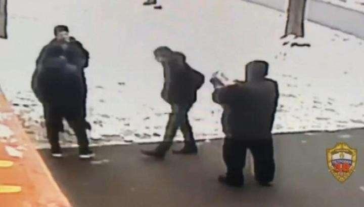 Мигрант вырубил сделавшего ему замечание москвича. Дикие люди