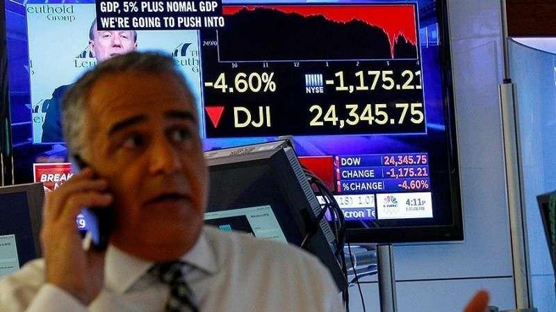 Американский индекс ДоуДжонс показал рекордное падение за всю историю