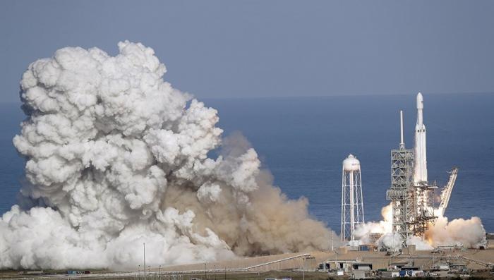 Разгонный блок ракеты Фалькон Хеви разбился при посадке