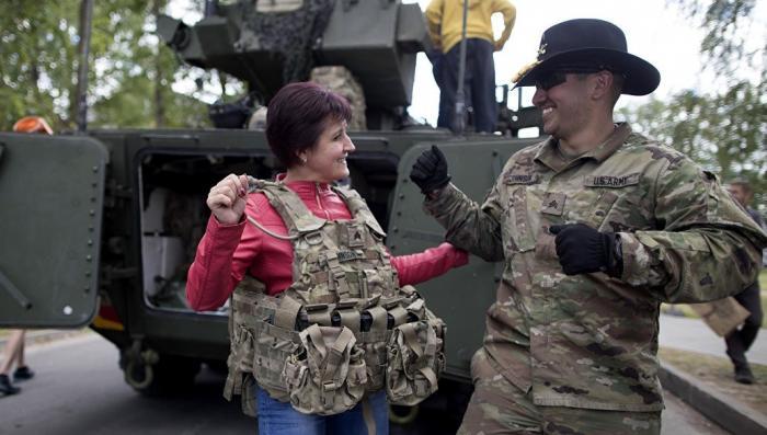 Почему бравые бойцы НАТО боятся русских женщин в Прибалтике?